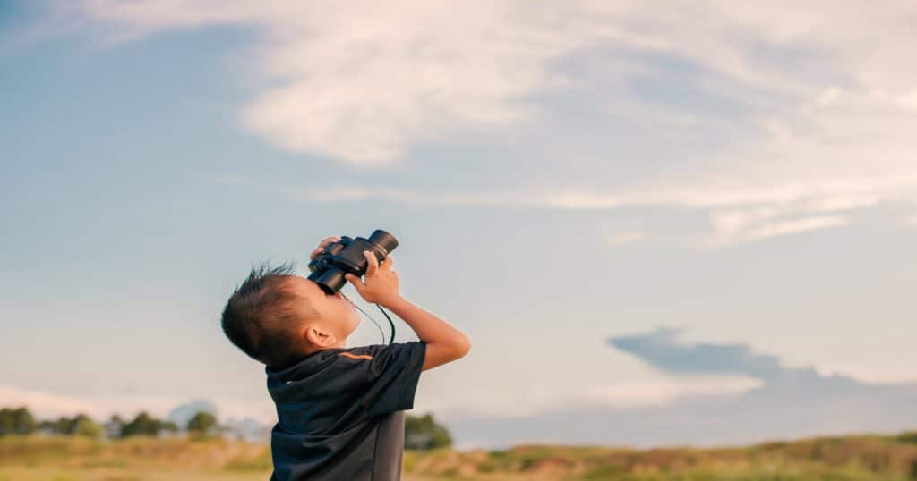 Feature image for binoculars for kids