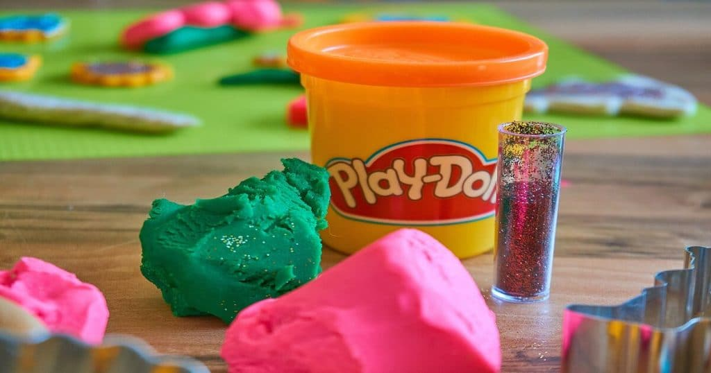 playdoh sets for kids cover pic