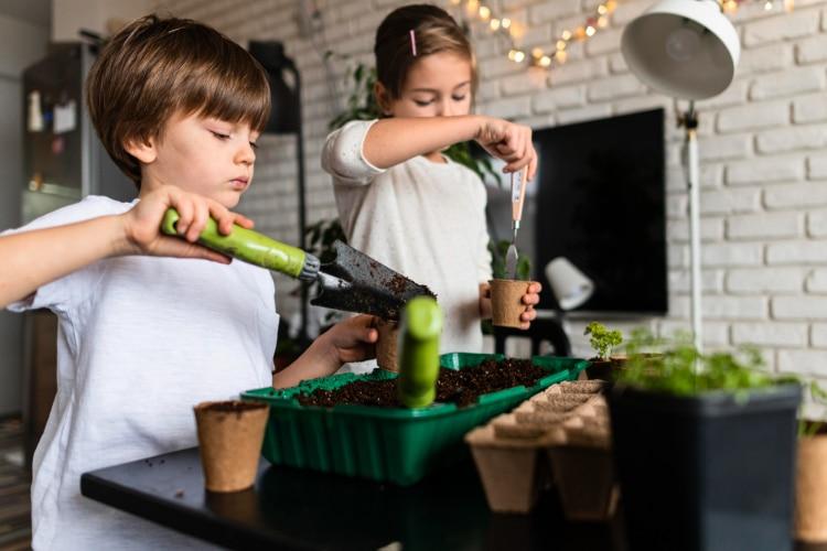 8 Best Childrens Gardening Set to Try